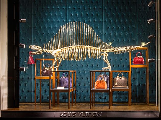 Динозавтры атакуют: Новая витрина Louis Vuitton!