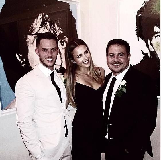 Джессика Альба повеселилась на однополой свадьбе!