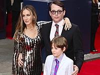 Сара Джессика Паркер пошла в театр с мужем и сыном!