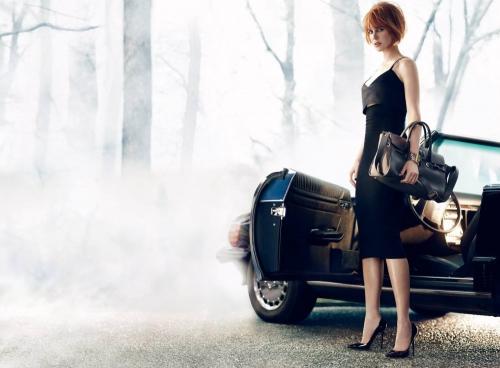 Николь Кидман рекламирует обувной бренд Jimmy Choo.