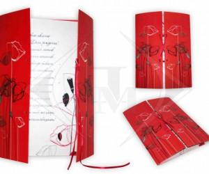 Свадебная открытка  из дизайнерской бумаги, украшенное лентой.