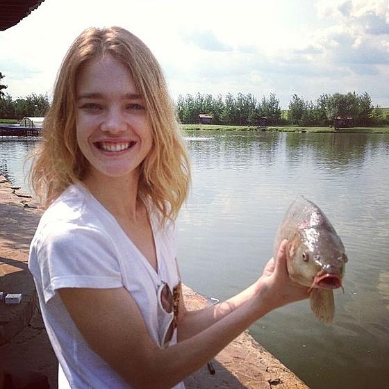 Простые радости: Наталья Водянова отправилась на рыбалку!
