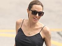Анджелина Джоли увеличила грудь?
