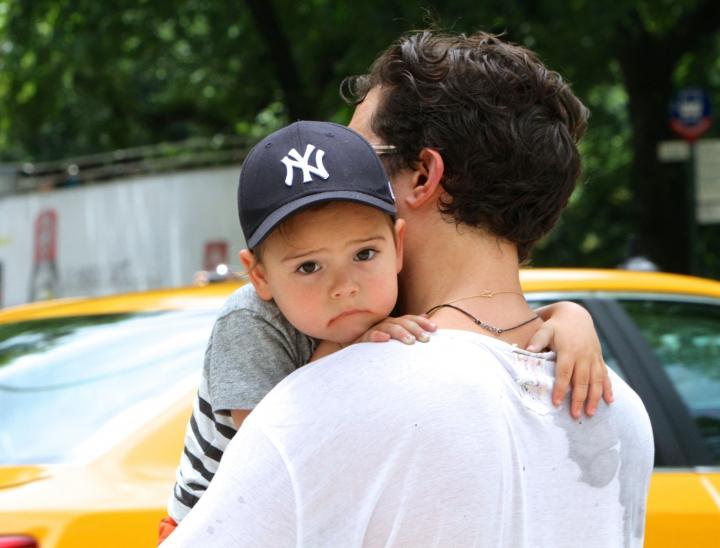 Идеальный папа: Орландо Блум на прогулке с сыном Флинном!