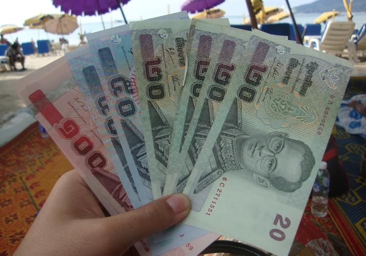 Какую валюту выгоднее брать за границу?