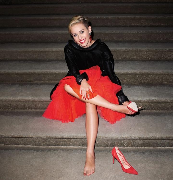 Майли Сайрус примерила наряды haute couture!