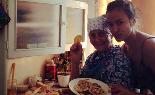 Ирина Шейк съездила к своим башкирским бабушкам!