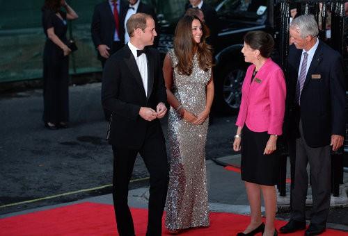 Герцогиня Кейт на приеме поразила всех своей фигурой!