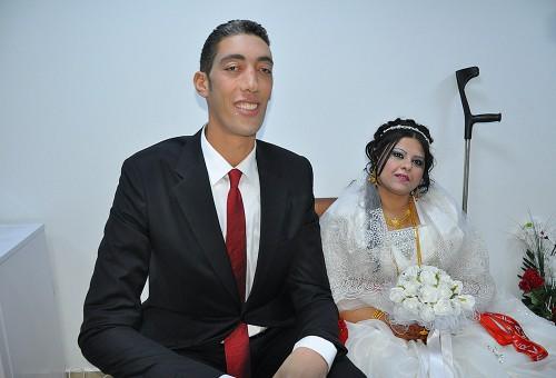 Самый высокий человек в мире женился!