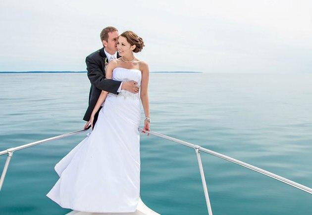 Аренда теплохода на свадьбу - онлайн выбор и бронирование!