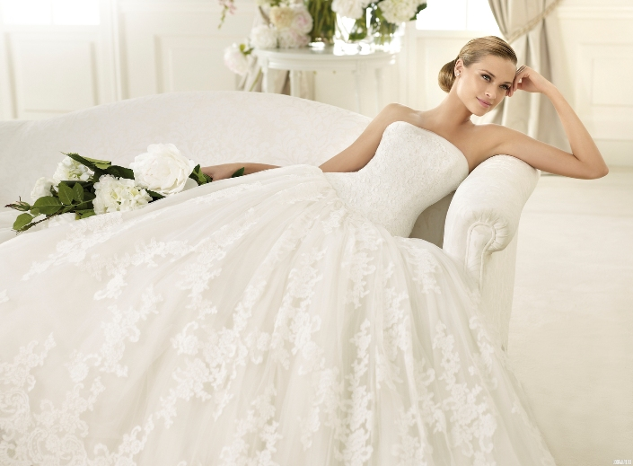 Белее белого: химчистка свадебного платья