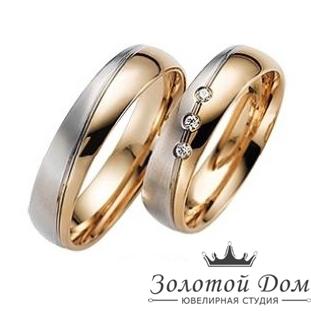Обручальное кольцо из золота с дорожкой из трех бриллиантов