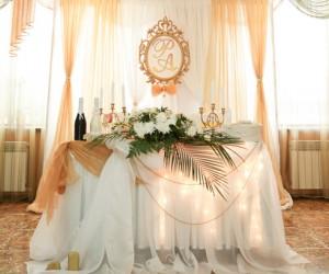 Ведущая и организатор свадьбы Люси