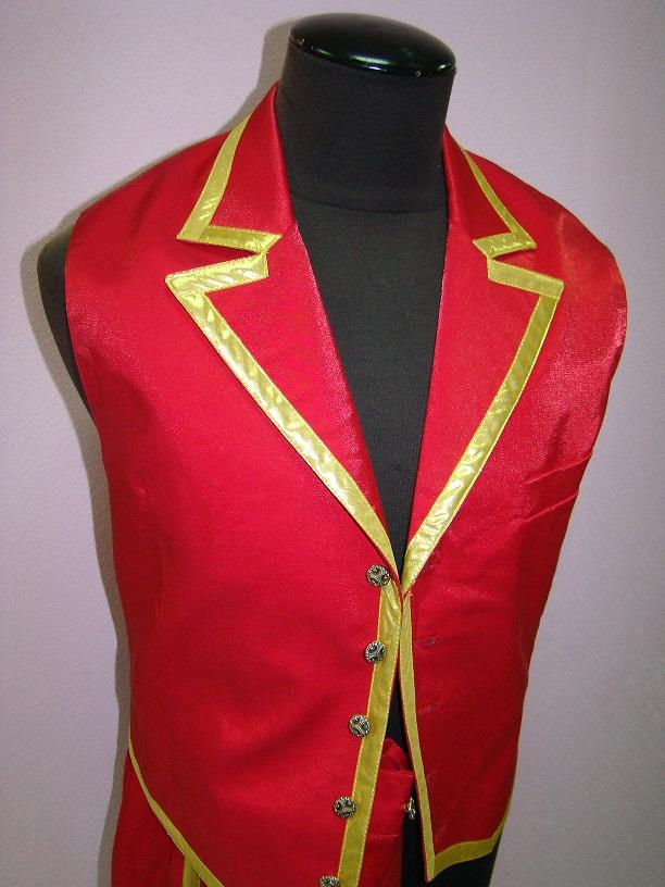 Аренда карнавального  костюма мужской  красный