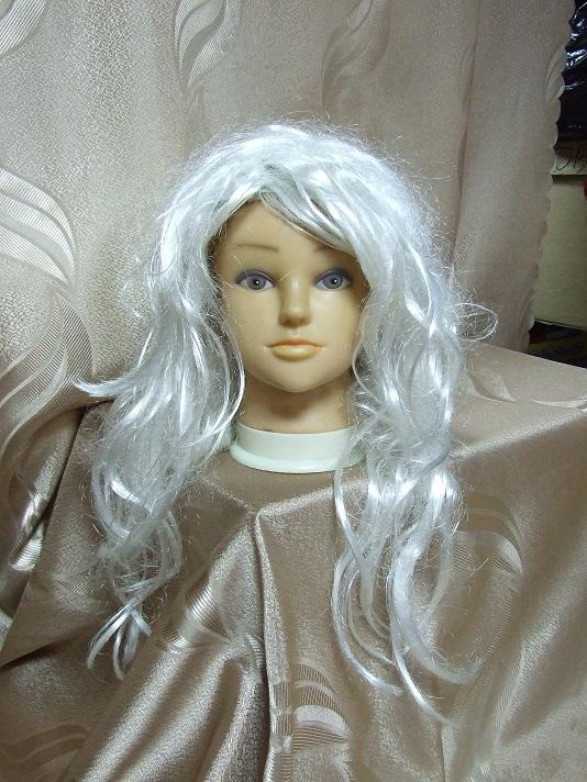 Прокат карнавальных  женских париков