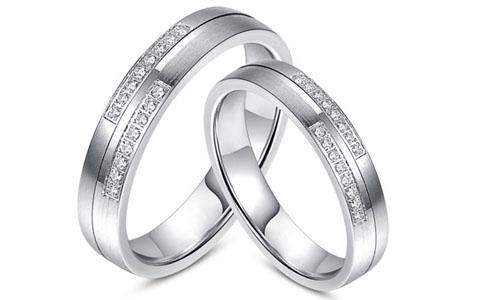Как выбрать долговечные обручальные кольца из серебра?