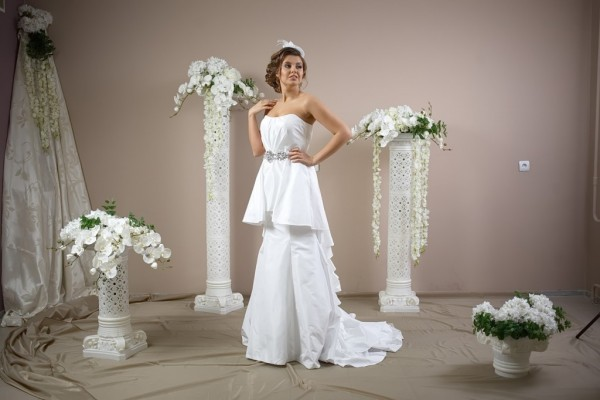 Чудесное платье с басочкой, прикрывающее любые недостатки и подчеркивающее достоинства
