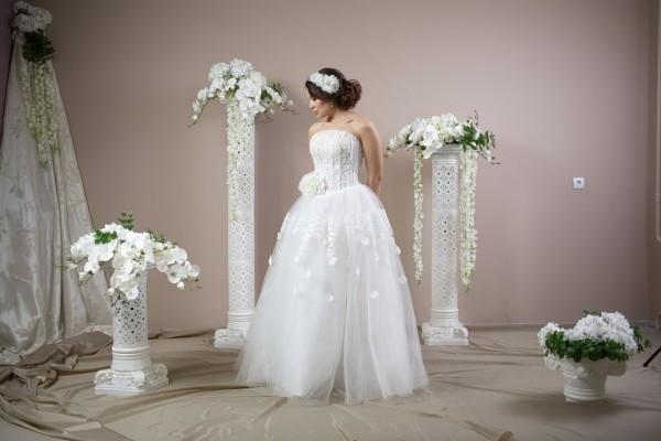 Инкрустированный корсет для красавиц-невест