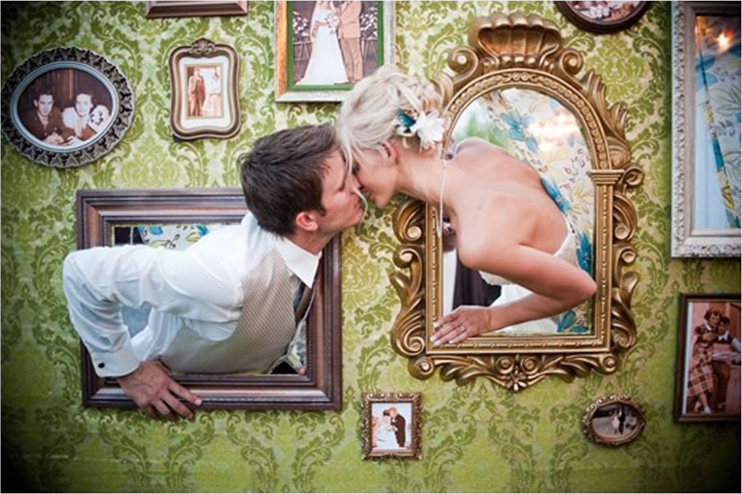 Пресс-стена на свадьбу — отличная идея для оригинальной фотосессии