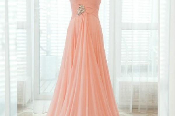 Элегантность свадебного платья персикового цвета