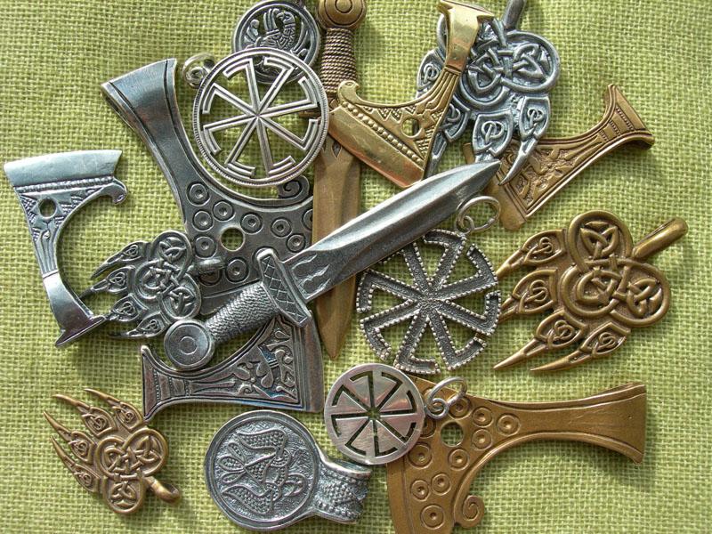 Солярные символы в современных украшениях