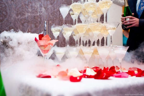 Горка из шампанского на свадьбу